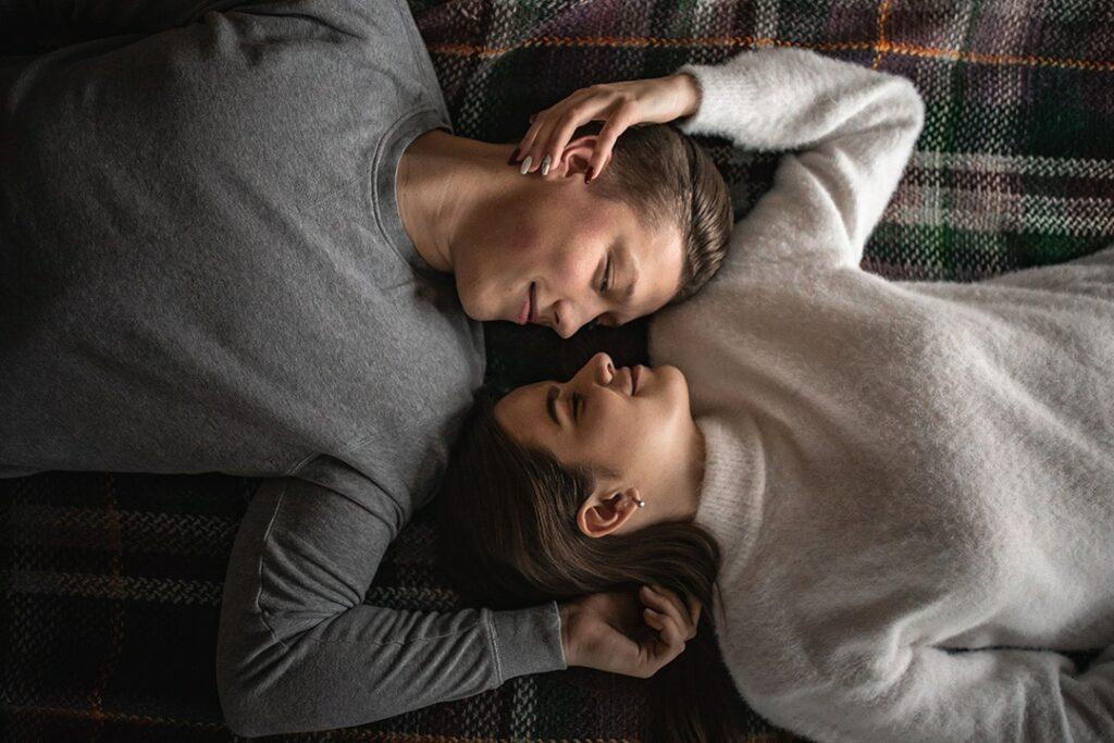 couple complice heureux sexualité périnée